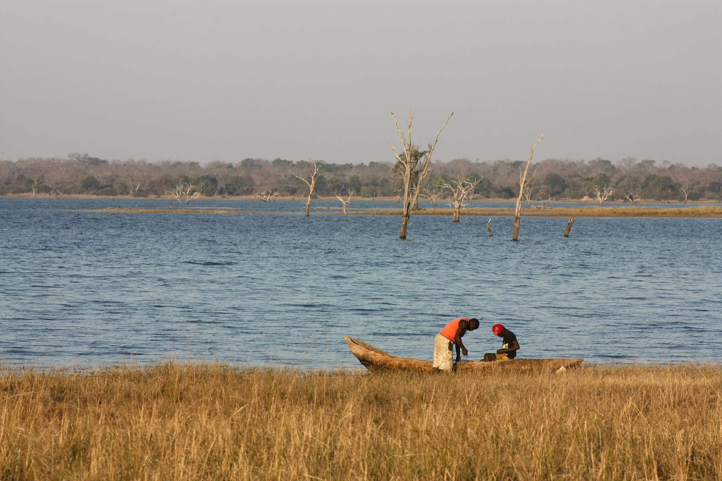 Fishermen on their mokoro on Itezi-Tezhi Dam. (Photo: Karin Theron)