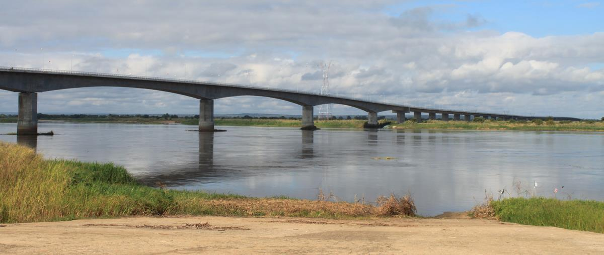 The new bridge over the Zambezi River at Caia.