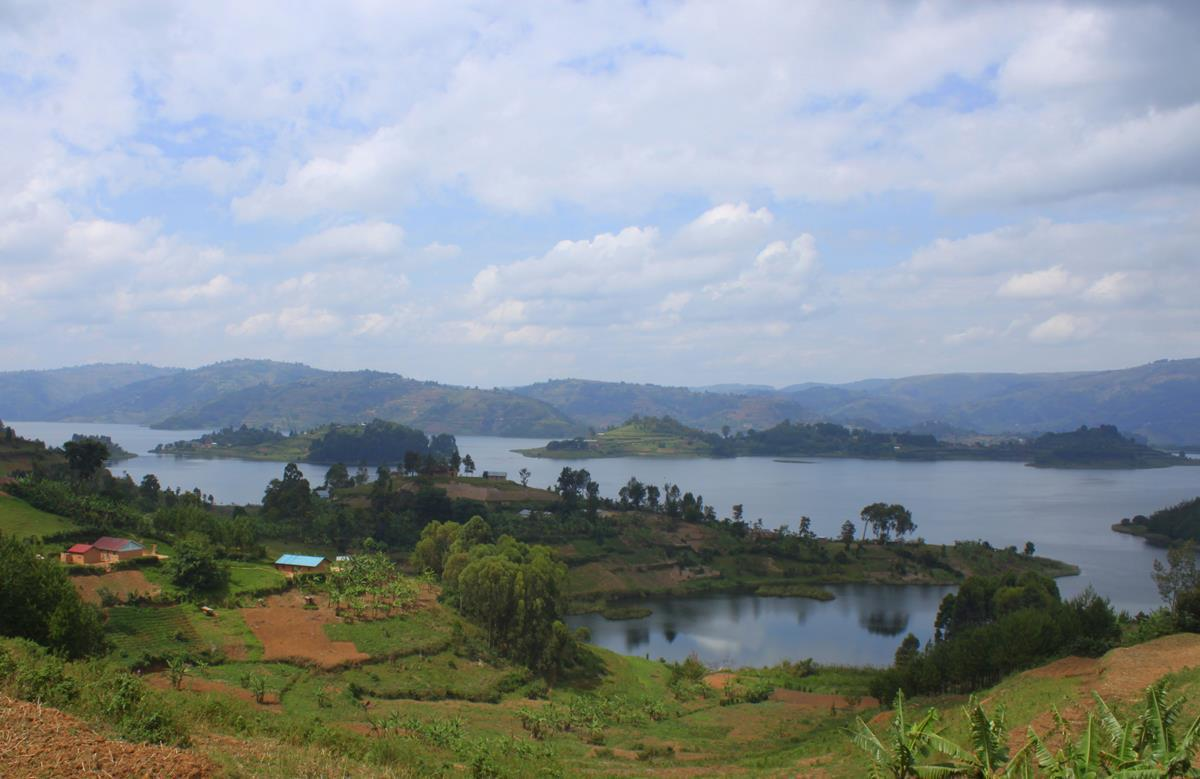 Lake Bunyonyi has several islands.