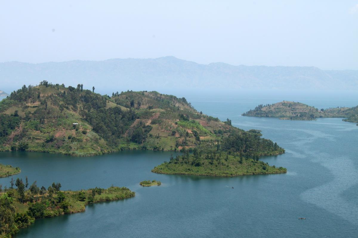 Lake Kivu has many peninsulas and islands.