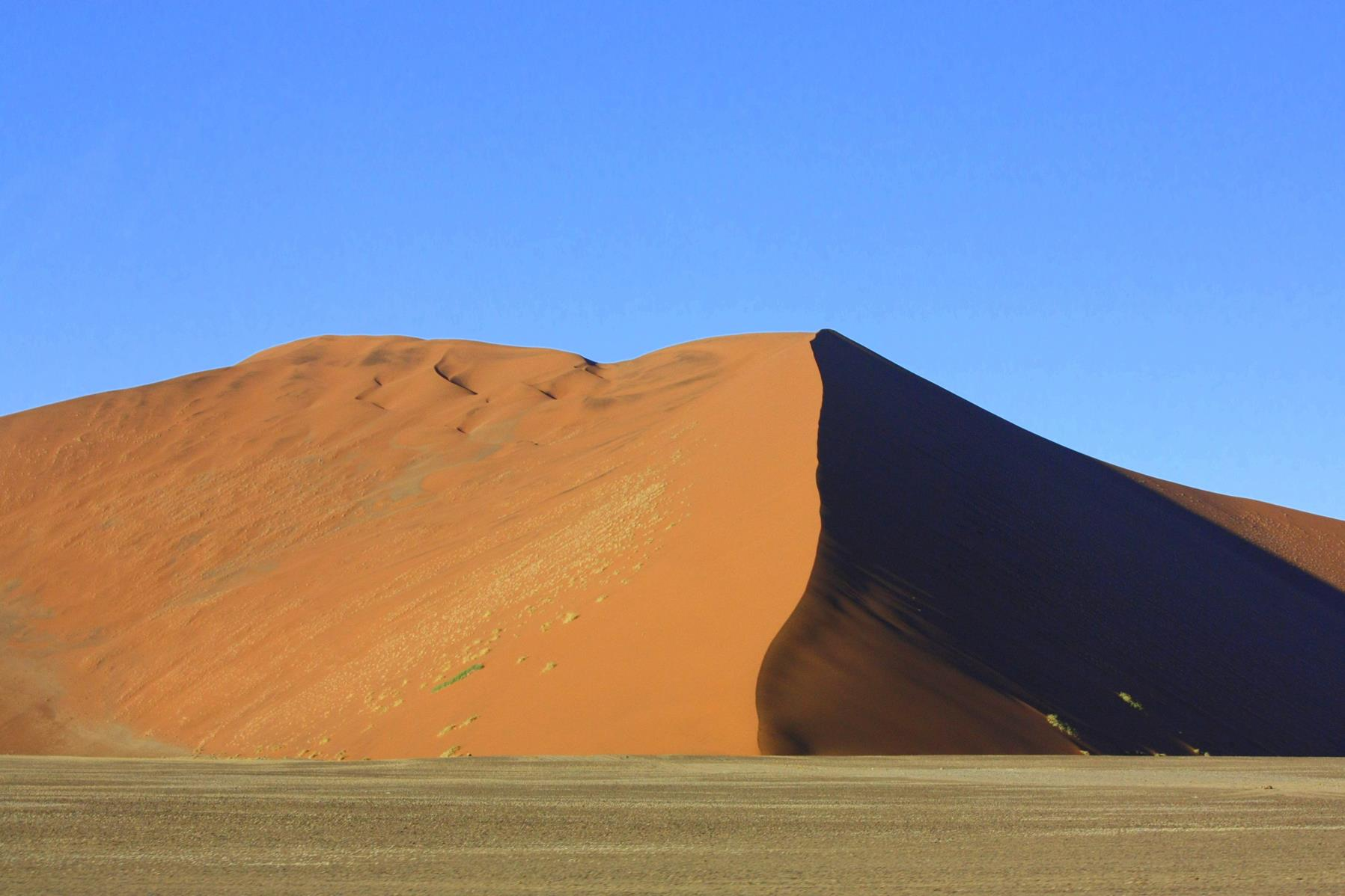 The red dunes of Sossusvlei derive their colour from the oxidation of iron in the sand.