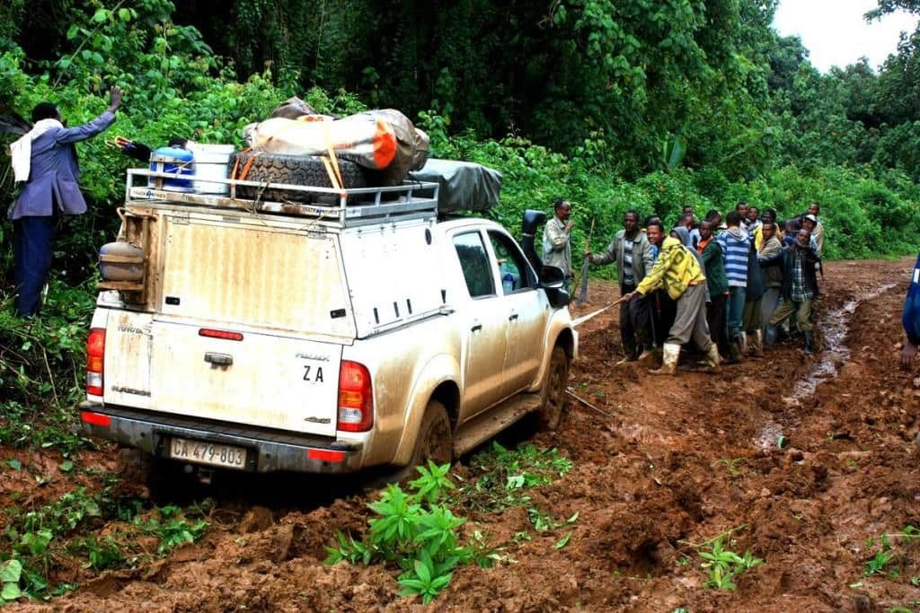 Performing a mud vehicle recovery